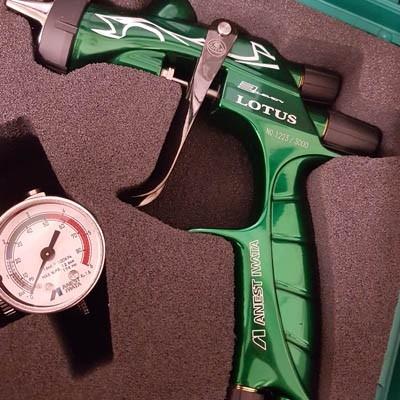 Pistol de vopsit Anest Iwata Pininfarina Lotus 3, pachet Master Kit, duza ø 1,3 mm ETS, cana 600 ml, regulator presiune AFV-26