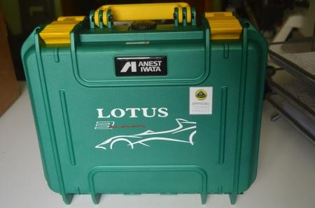 Pistol de vopsit Anest Iwata Pininfarina Lotus 3, pachet Master Kit, duza ø 1,3 mm ETS, cana 600 ml, regulator presiune AFV-210