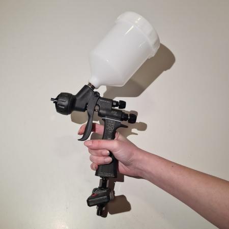 Pistol de vopsit, Walcom Genesi Carbonio 360 Light HTE clear(DIGITAL),cupa plastic 600 ml, duza la alegere, valiza, regulator aer, consum aer 380 l/min [3]