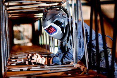 Masca de sudura 3M™ Speedglas™ 9100 Air si sistem de presiune pozitiva 3M™ Adflo™ 3