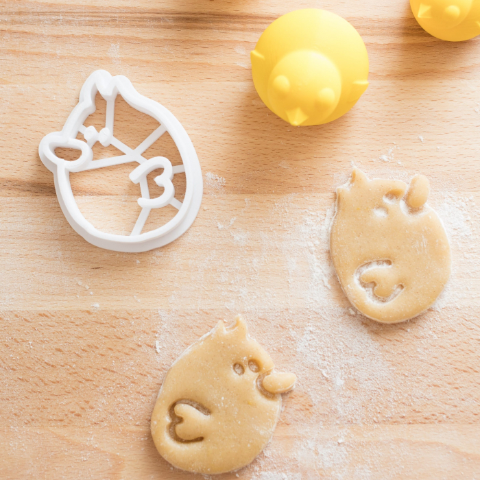Easter's cookie cutter - Flying chicken [2]