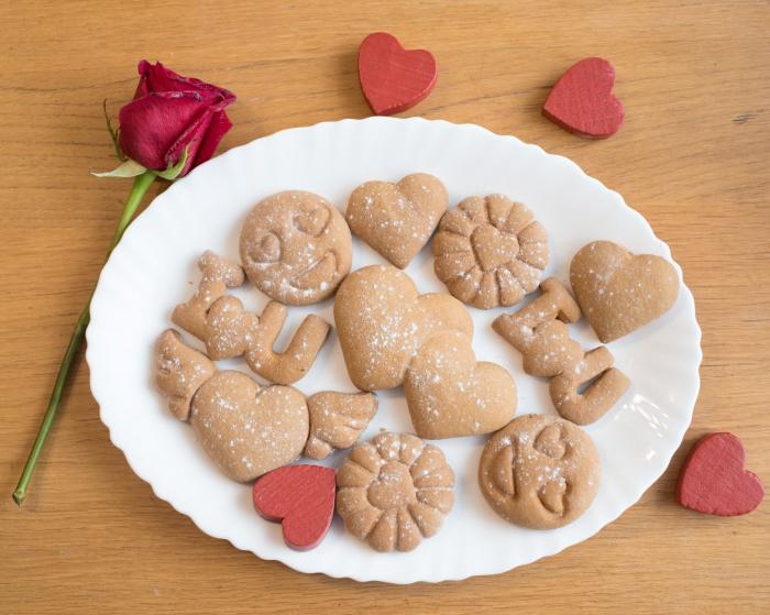 Valentine's day cookie cutter - Heart eyes emoji [3]