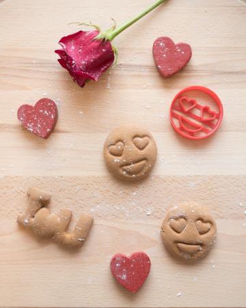 Valentine's day cookie cutter - Heart eyes emoji [2]