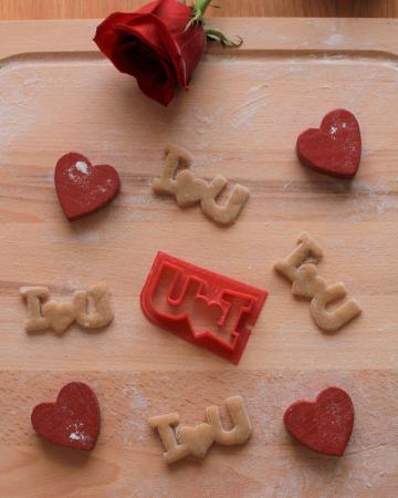 Valentine's day cookie cutter - I<3U [1]