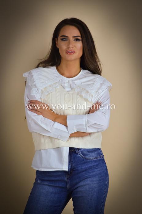 Bluza cu vesta cu guleras cu dantela [1]