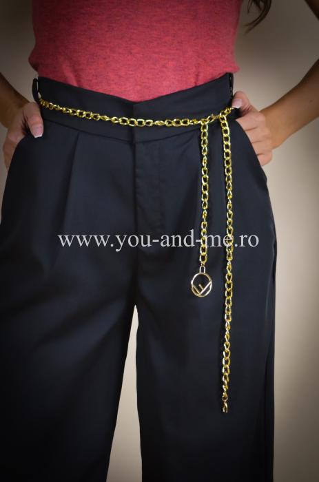 Pantaloni evazati cu buzunare [2]