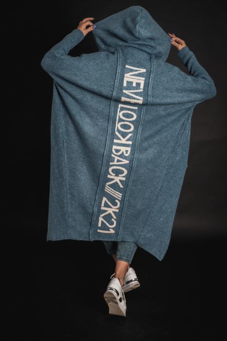 Pulover de lana albastru cu scris pe spate [7]
