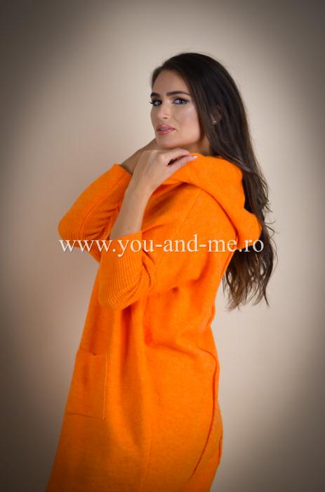 Pulover de lana portocaliu cu scris pe spate [5]