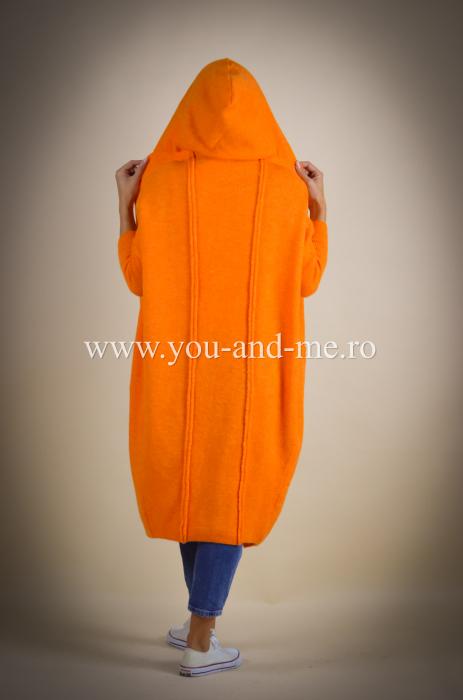 Pulover de lana portocaliu cu scris pe spate [6]