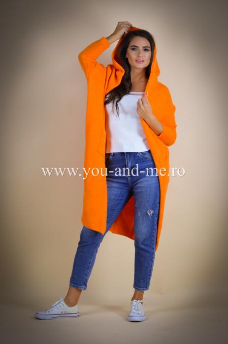 Pulover de lana portocaliu cu scris pe spate [7]