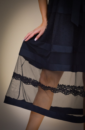 Rochie de eveniment din tull cu aplicatii din dantela [1]