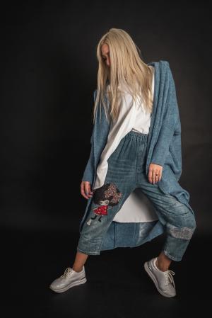 Pulover de lana albastru cu scris pe spate [1]