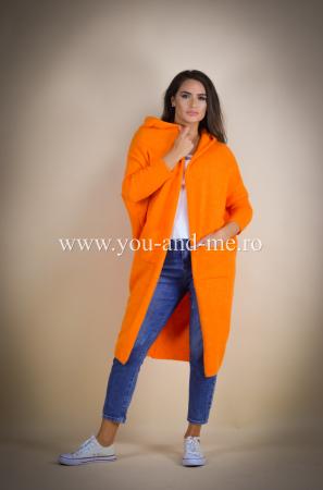 Pulover de lana portocaliu cu scris pe spate [3]