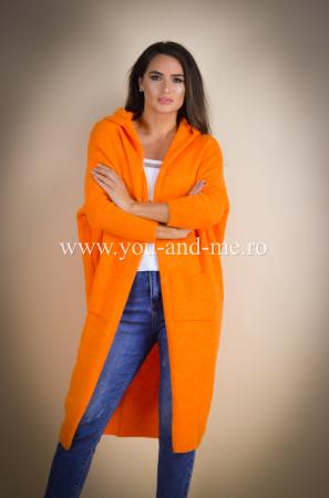 Pulover de lana portocaliu cu scris pe spate [1]