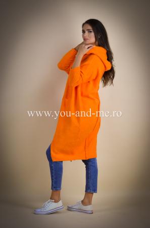 Pulover de lana portocaliu cu scris pe spate [4]
