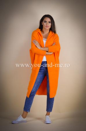 Pulover de lana portocaliu cu scris pe spate [0]