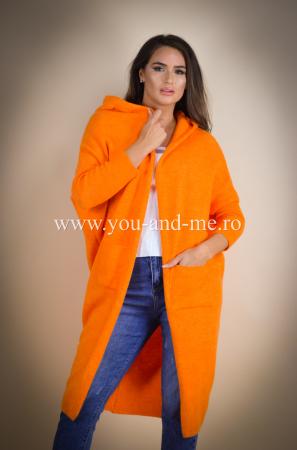Pulover de lana portocaliu cu scris pe spate [2]