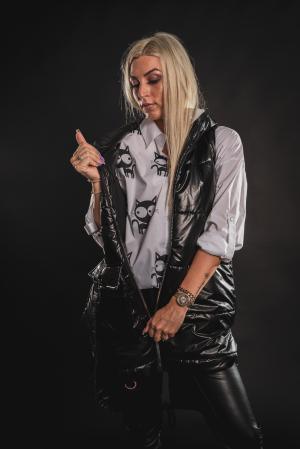 Vesta neagra asimetrica cu catarama la buzunar [7]