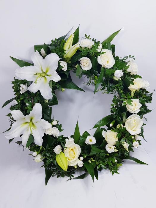 Coroana funerara mix flori albe 0