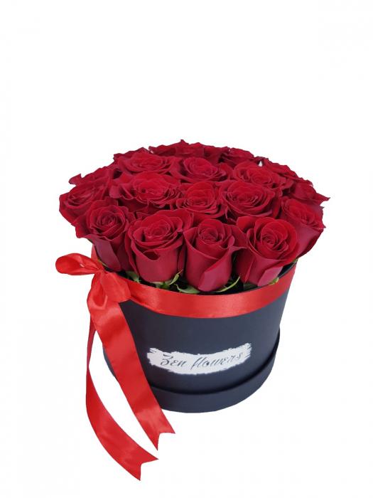 cutie 25 trandafiri rosii 0