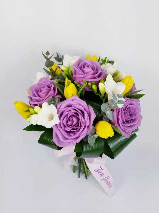 Trandafiri mov frezii si lalele [0]