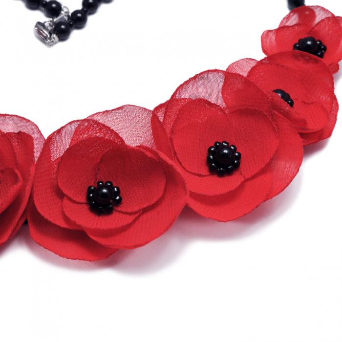colier-flori-maci-rosii 2