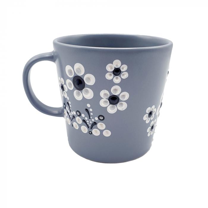 LORIS | Cana gri pentru cafea/ ceai, flori albe, pictata manual 5