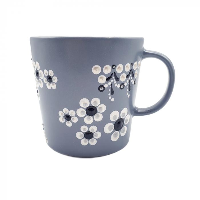LORIS | Cana gri pentru cafea/ ceai, flori albe, pictata manual 2
