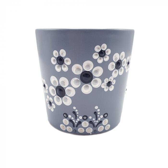 LORIS | Cana gri pentru cafea/ ceai, flori albe, pictata manual 3