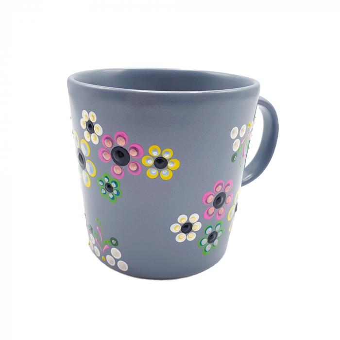 AMARIS | Cana gri pentru cafea/ ceai, flori multicolor, pictata manual 0