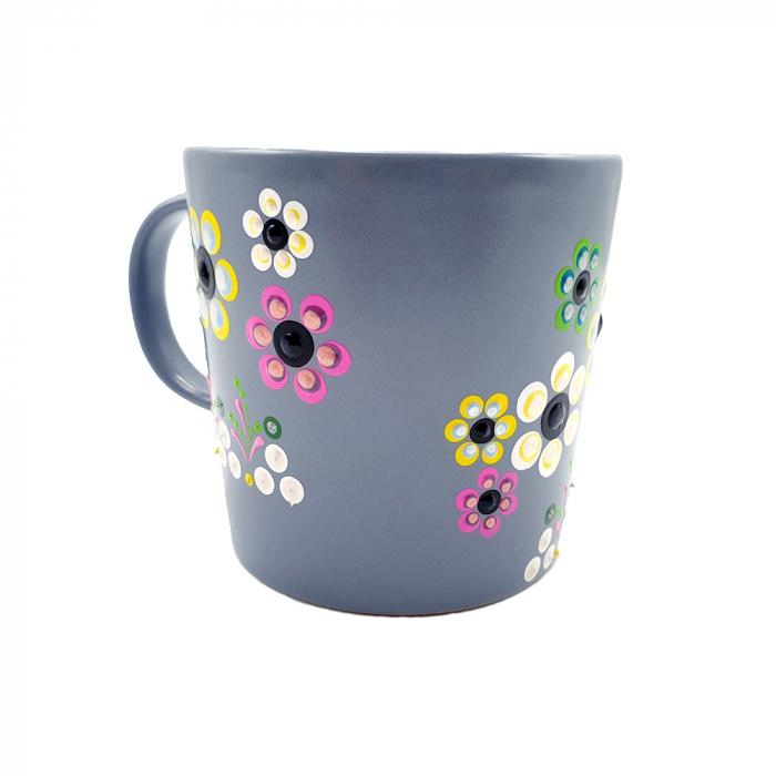 AMARIS | Cana gri pentru cafea/ ceai, flori multicolor, pictata manual 3