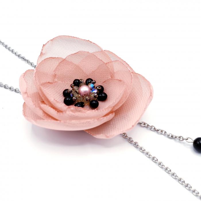 colier-lung-floare-roz-prafuit 1