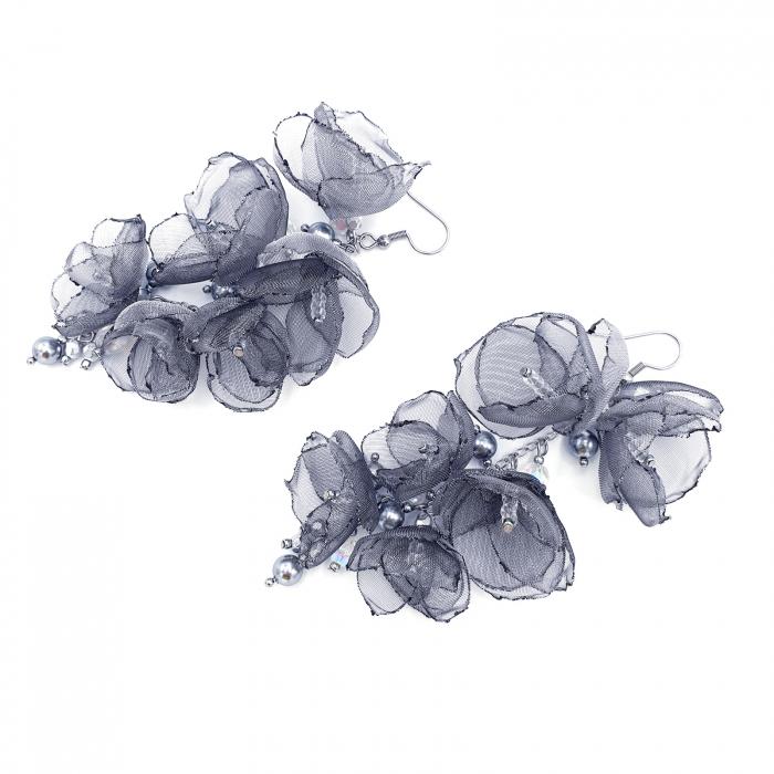 cercei-lungi-statement-flori-gri-argintii [2]
