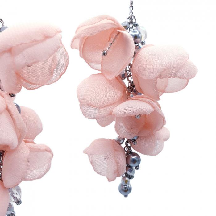cercei-lungi-statement-flori-roz-deschis [2]
