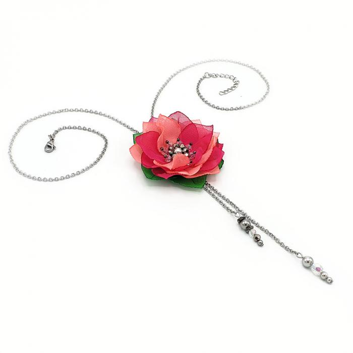 colier-lung-pandantiv-floare-roz [1]