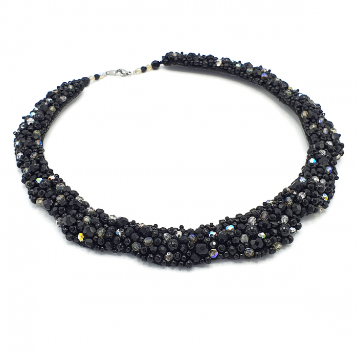 colier-statement-elegant-pietre-negre 0
