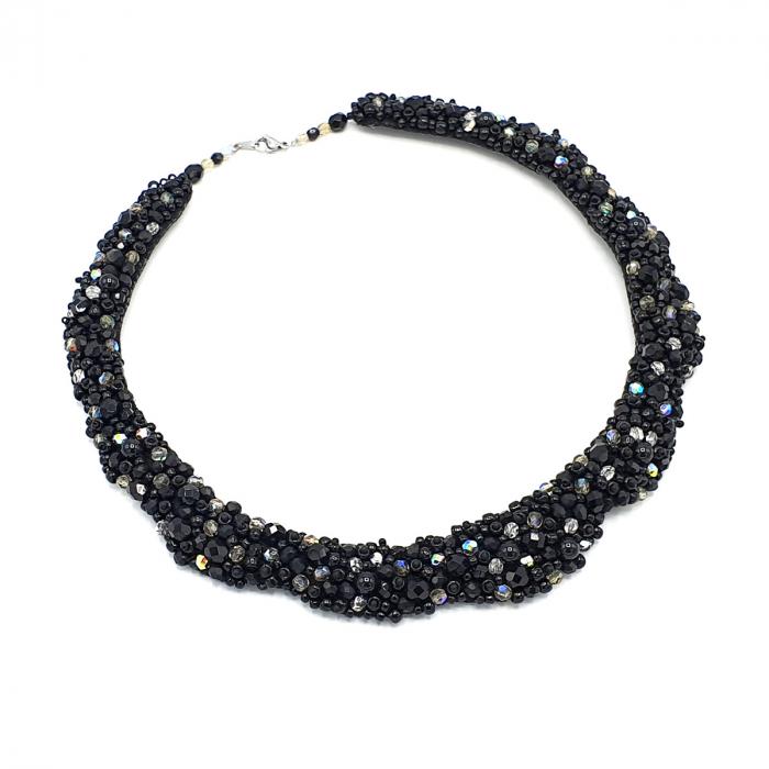 colier-statement-elegant-pietre-negre 3