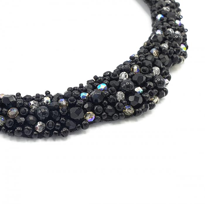 colier-statement-elegant-pietre-negre 2