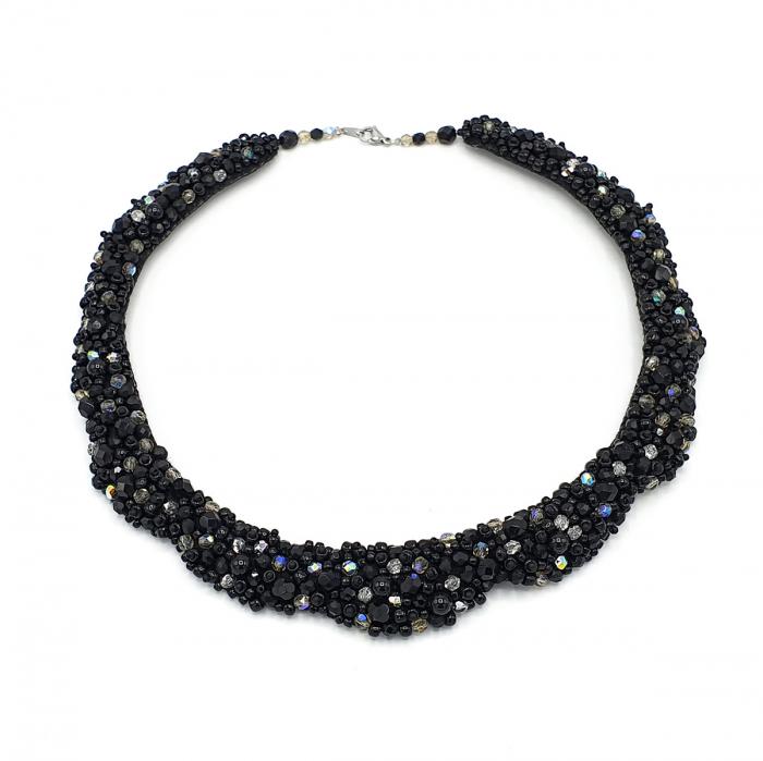 colier-statement-elegant-pietre-negre 1
