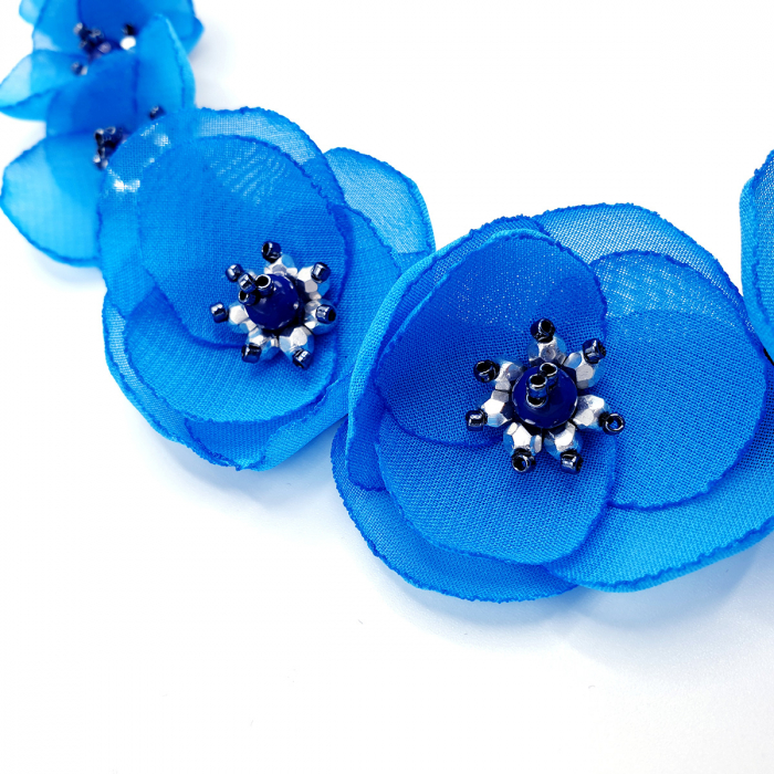 colier-flori-albastre-statement 1
