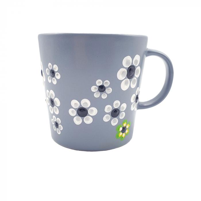 MABEL | Cana gri pentru cafea/ ceai, pictata manual cu flori 2