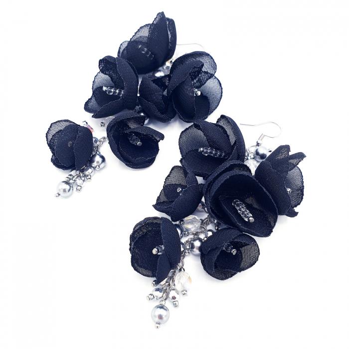 cercei-lungi-statement-flori-negre [2]
