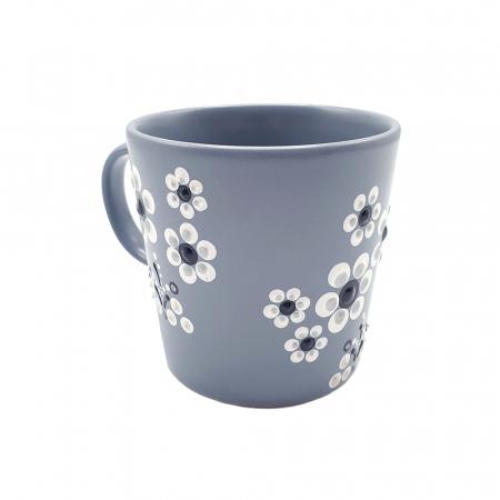 LORIS | Cana gri pentru cafea/ ceai, flori albe, pictata manual4