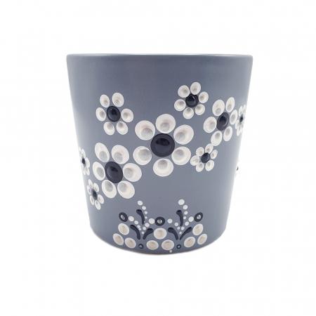 LORIS | Cana gri pentru cafea/ ceai, flori albe, pictata manual3