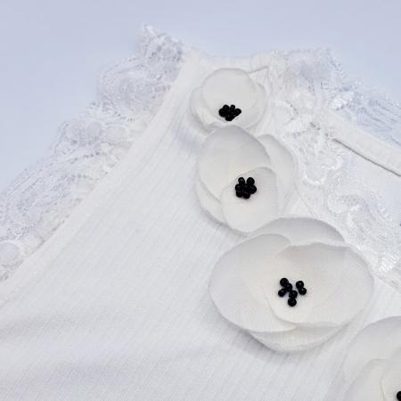 FLOWER LOVE | Top alb cu dantela, personalizat cu flori albe 3D2