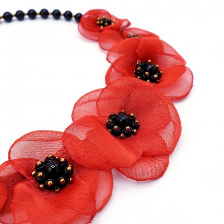 ZIA | Colier statement cu flori rosii din voal stil matase1