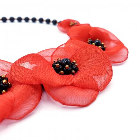 ZIA | Colier statement cu flori rosii din voal stil matase2