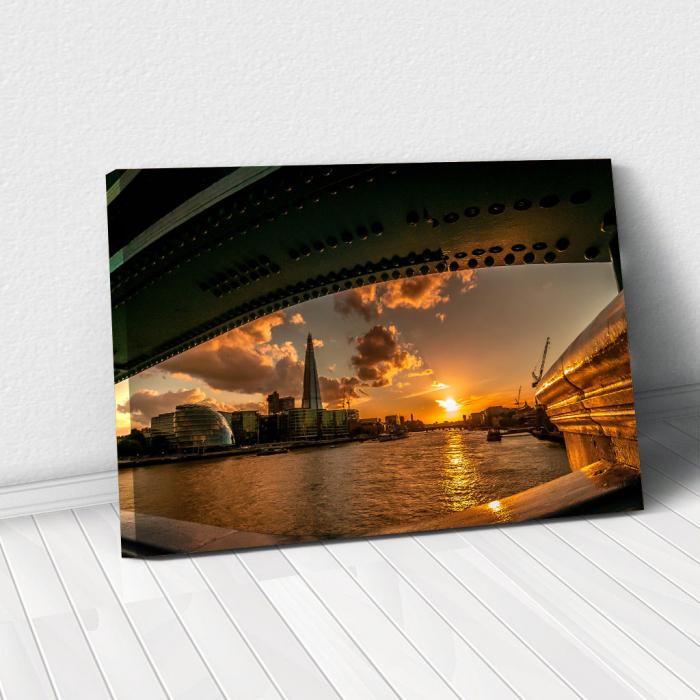 Tablou Canvas - Under the Bridge 0