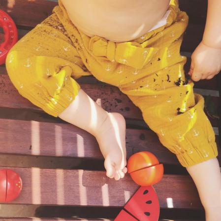 Pantaloni lungi din muselină mustar4