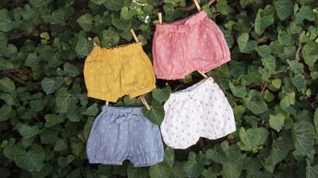 Pantaloni scurți din muselină roz1